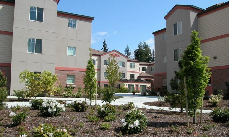 large-Puyallup-apartment-landscaping.jpg